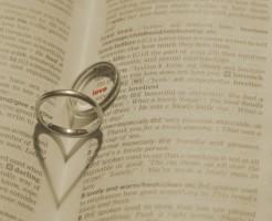 婚約指輪はいつつける?結婚後の疑問を解消