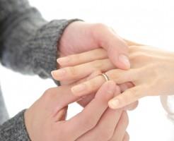 【婚約指輪の相場】20代前半は実際どう?