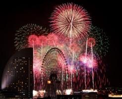 神奈川新聞花火大会の打ち上げ場所と有料席