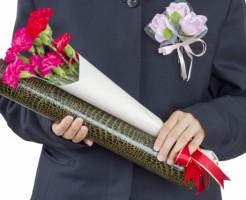 卒業式の父親、服装やネクタイ選びで威厳を